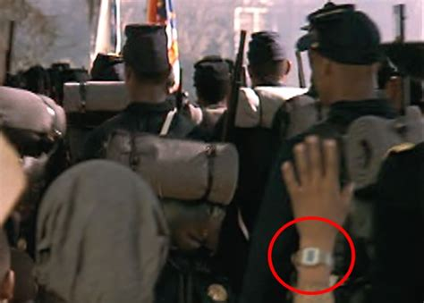 15+ Costumes Mistakes In Major Films | DailyForest | Page 13